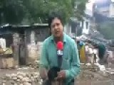How An Indian Reporter Keeps His Pants Dry During Flood