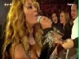 Beyonce Sings With Excited Fans