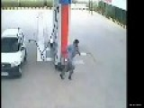 Daytime Robbery Caught On Fuel Station In India