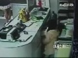 Little Girl Steals While Pregnant Mom Distracts Shop Assistant