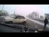 Nearly Hit Police Officer - Ice & Snow In Russia Is LL Entertainment
