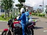 Police Motorcycle Officer VS Motorcycle Training School Instructor In Japan