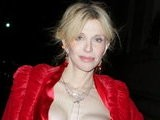 E! News Now Courtney Love&#039 S Wardrobe Malfunction