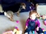 La Risa De Un Beb&eacute Al Ver A Su Perro Jugando