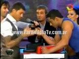 FarandulaTv.com.ar Pelea Y Pulseada De Tito Esperanza Con Marcelo Tinelli En El Ritmo Cha Cha Cha Bailando 2011