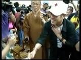 Jet Li Visits Taiwanese Shelter