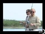 Medvedev E Putin Insieme A Pesca Sul Volga Per Smentire Rivalit&agrave . Hanno Anche Fatto Immersione Nel Gelido Fiume