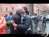 Roma, La Moglie Del Sindaco Spazzina Volontaria A Largo Argentina. Isabella Rauti E Noi X Roma Alla Giornata Della Cortesia