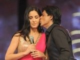 Shahrukh Khan Kisses Katrina Kaif On Stage - Bollywood Awards