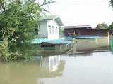 Thailand&#039 S Flood Victims Seek Refuge