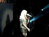 Carrie Underwood Surprises Brad Paisley While Singing Remind Me